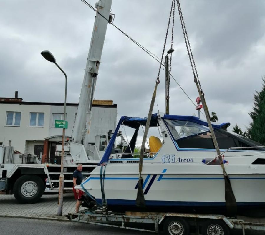 rozładunek łodzi