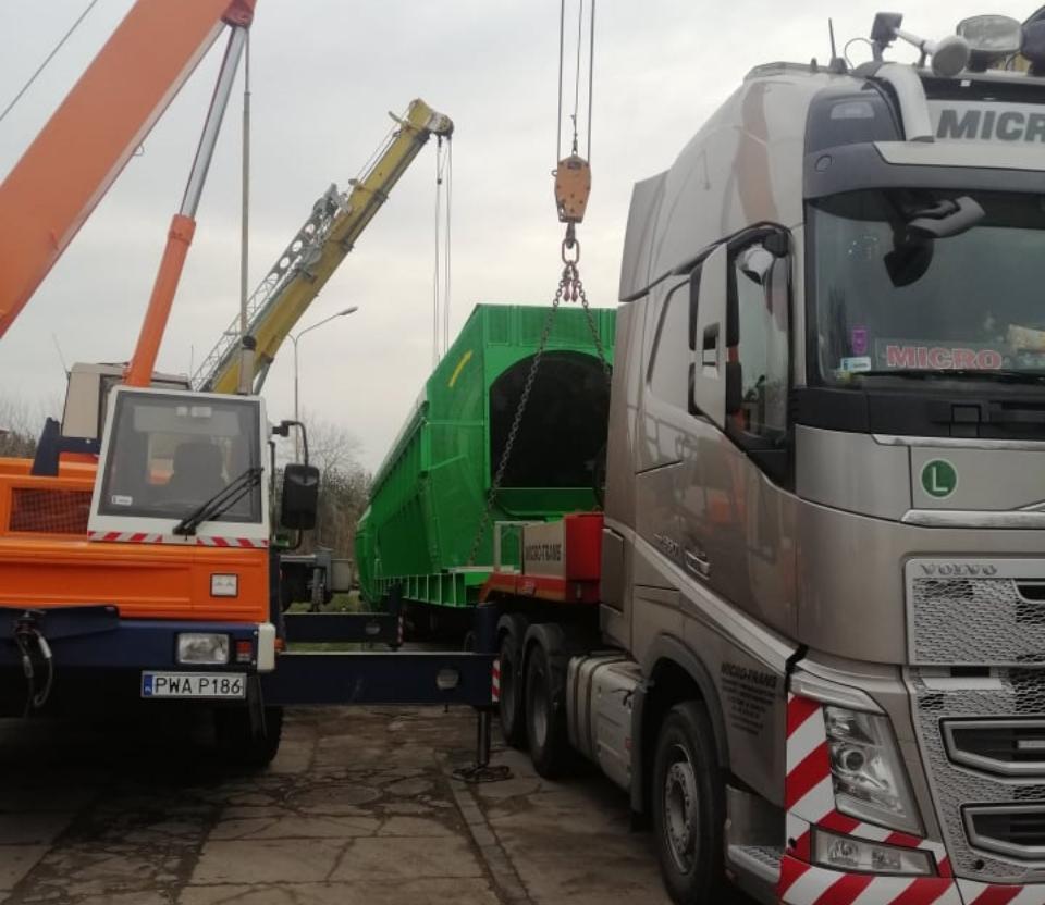 podnoszenie kontenera zciężarówki